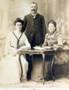Charles Clément, Joséphine (Marie) Bernède et leur fille Clémence, vers 1900
